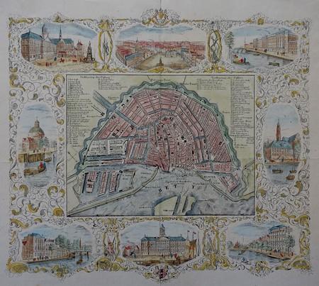 Amsterdam. Stadsplattegrond omgeven door acht afbeeldingen.