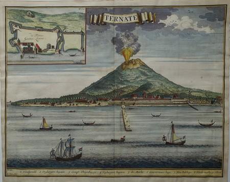 Indonesië. Ternate. Aanzicht. Vulkaan Gamalama.